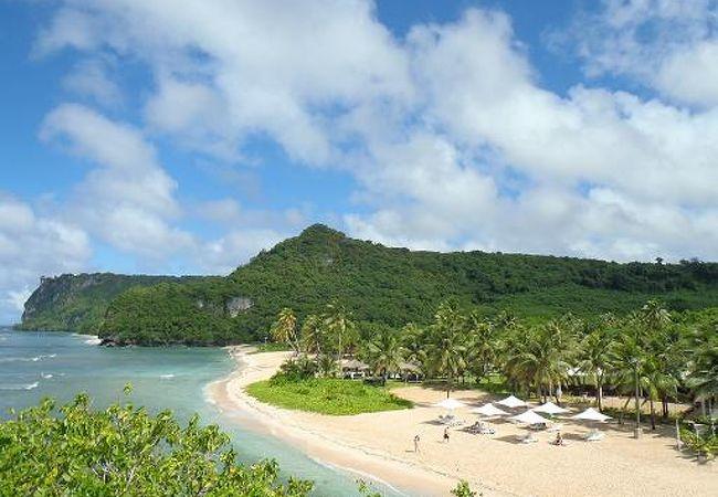 全景が見える写真をアップします!手前がニッコー前のビーチです