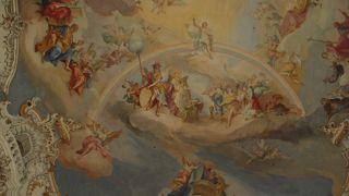 天井の絵が素敵