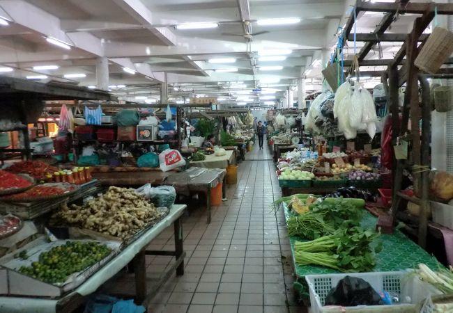 セントラル・マーケットの1階/食品関係、果物