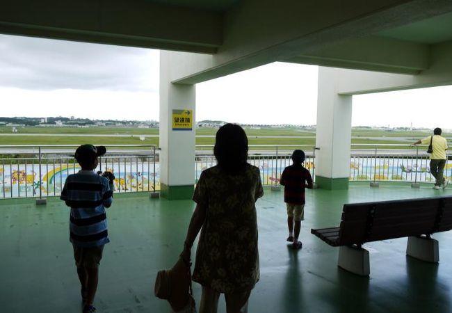 嘉手納飛行場を見下ろします