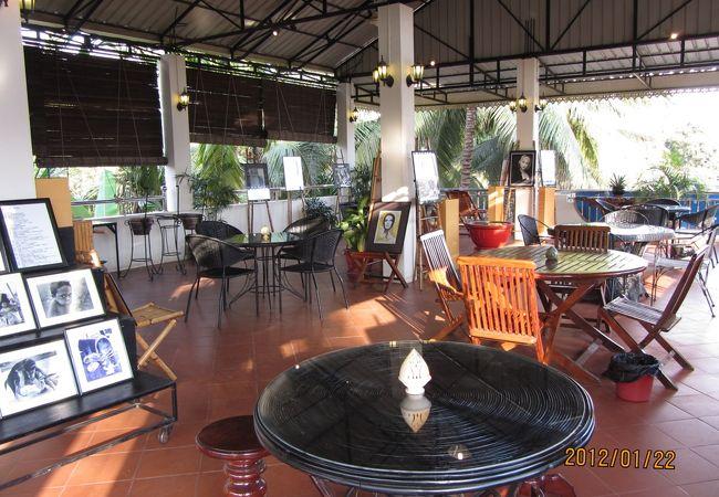2階のオープンカフェーで一休み、無料で飲み物も出てきます