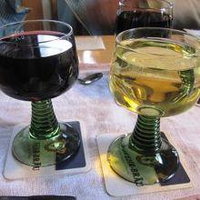 白ワインと赤ワインをグラスで注文しました。