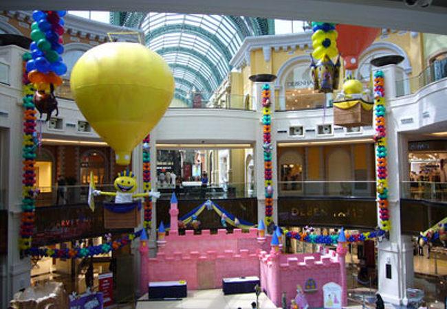 子供向けのイベントをやっていたモール内の広場