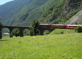 レーティシュ鉄道アルブラ線 ベルニナ線と周辺の景観(スイス)