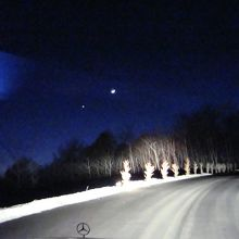 降り注ぐ星を避けながら、こんな道を行きます。