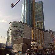 バンコク中心部、BTSアソーク駅に直結のショッピングセンター