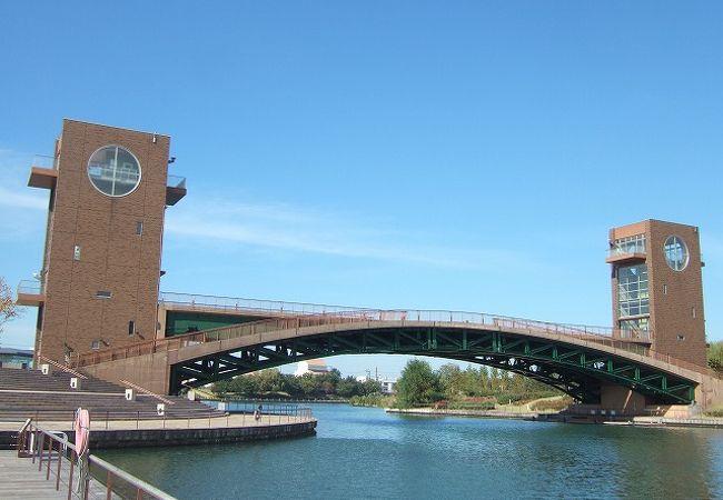 富岩運河に架かる天門橋