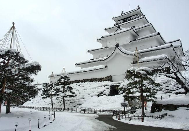真っ白な鶴ヶ城