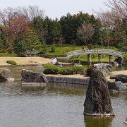 素晴らしい回遊池泉式日本庭園です。見学料100は超格安。