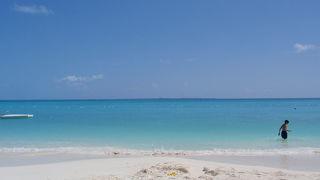 白い砂と青い海が素晴らしいです。