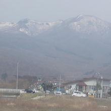 鷲別岳の雄大な風景が広がります
