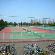 立派なテニスコート
