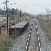 シンプルな駅の風景です