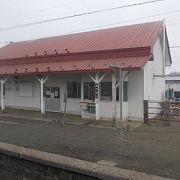 道東エリアで、初めて海岸が近づく駅です