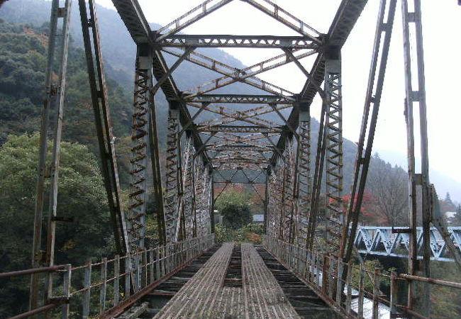 鉄橋(渡ることはできません)