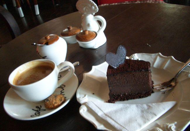 カフェ バトゥジンバー