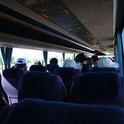 航空便に合わせて出発する無料バス