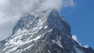 麓から見上げるマッタホルン