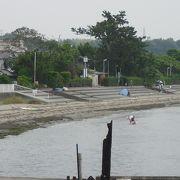 温泉街の裏手の海水浴場