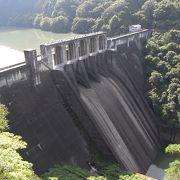 木曽川に建設された重力式のダムです