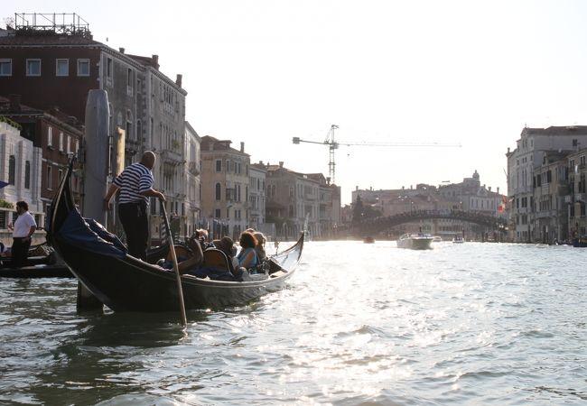 大運河をゆくゴンドラ