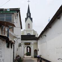 小さな路地の奥にスペインのミハスの様な街が・・・(ちょっと言