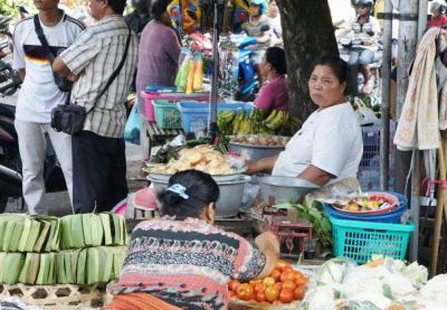 活気溢れるローカル市場