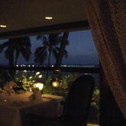 ヒルトンの海沿いのレストランです