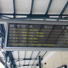列車の案内表示もあります
