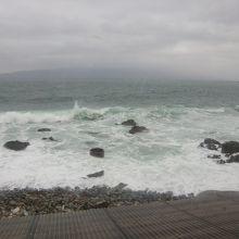 窓から日本海が見えます