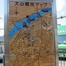 駅前には観光マップが