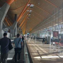 アドルフォ スアレス マドリード バラハス空港 (MAD)