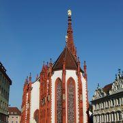 完成に100年以上も要した清楚な雰囲気の礼拝堂