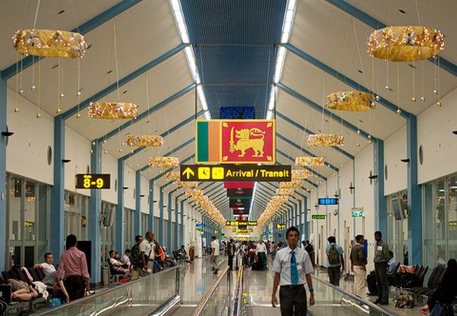 バンダラナイケ国際空港 (CMB)