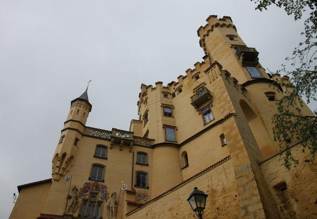 お城を仰ぎ見る