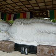 巨大な涅槃仏
