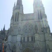 大きな教会です。
