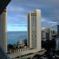 ラナイからビーチはハイアットの間から見えますが、残念!