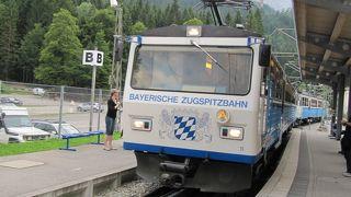 ツークシュピッツェ山頂まではロープウェイかケーブルカーで行けます