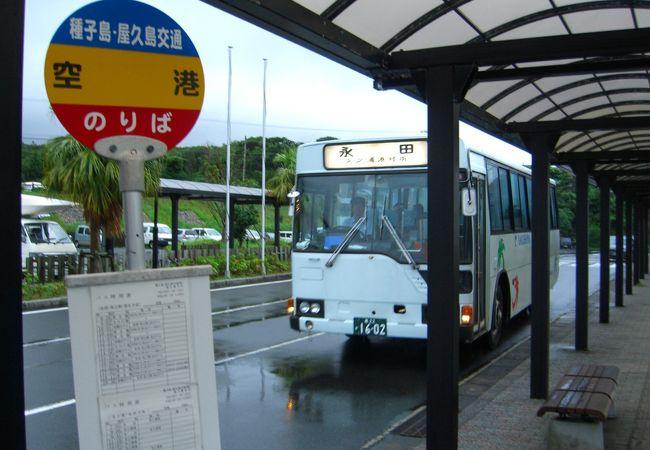 空港前のバス乗り場