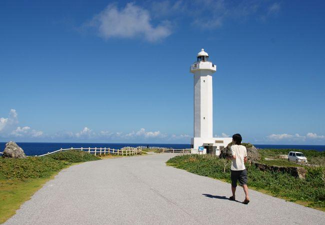 遊歩道と灯台