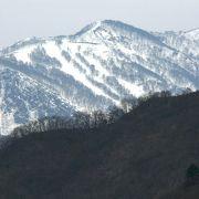 八海山系の山々がきれいに見える六日町駅(むいかまちえき)