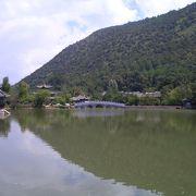 湖と空のハーモニーが美しい