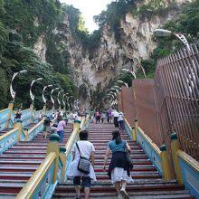 かなり急な階段だけど 大丈夫。