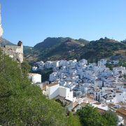 観光地化されていない白い村カサレス