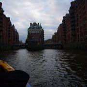 ハンブルグ港発の港めぐりボートツアーがおすすめ。ふるきよき時代のハンザ同盟都市の情緒がたっぷり味わえます