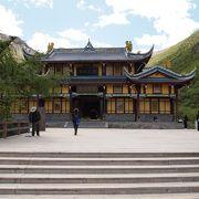 黄龍の最も高い地点の寺院