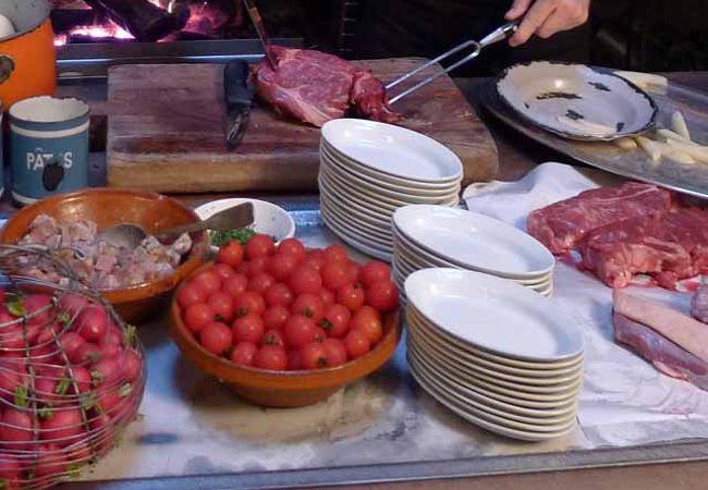 地元のレストラン La Tupina