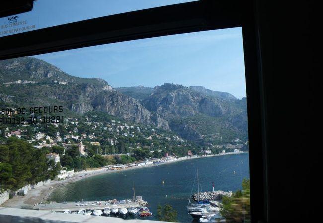 ニースからモナコへ向かうバスの車窓から