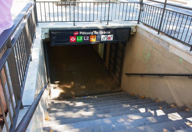 地下鉄への入り口